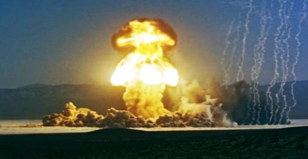 Jeden z wielu atomowych wybuchów na pustyni w Nevadzie